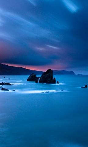 【夜幕下湛蓝的海景手机壁纸】夜幕下湛蓝的海景手机