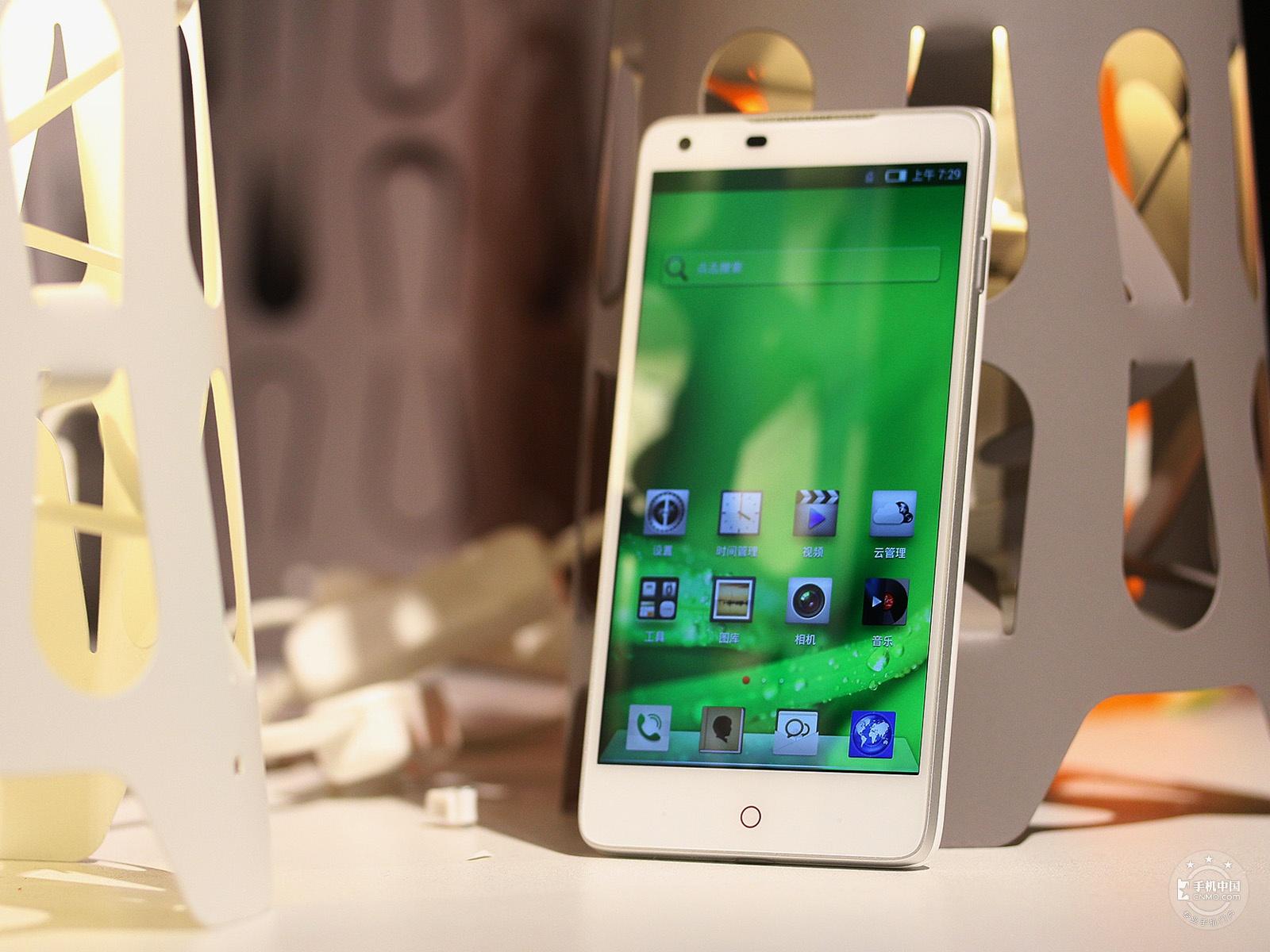 努比亚Z5(32GB)整体外观第1张