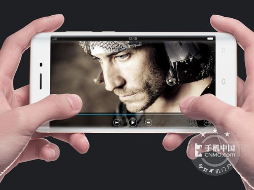 双曲面屏精工闪充 VIVO Xplay5报价2480元