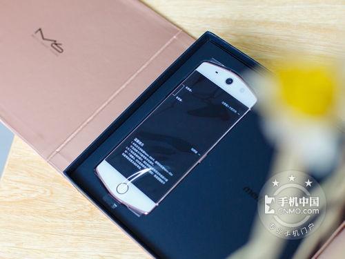 """美图M6的主打特点就是其""""美颜""""效果非常好,前后摄像头均采用的"""