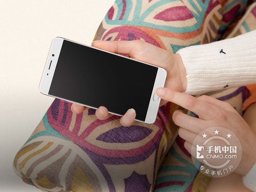 美颜4.0 OPPO R9 Plus售2799元支持分期