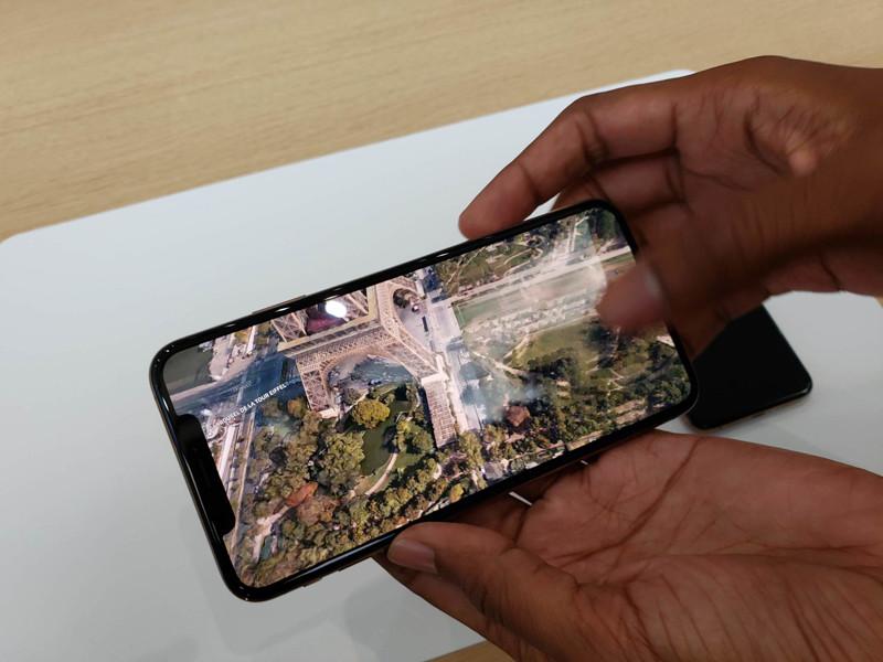 苹果iPhoneXS(512GB)整体外观第8张