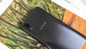 """【vivo X21】vivo X21于3月19日在乌镇发布,该产品搭配6.28寸""""刘海""""全面屏以外,还支持屏下指纹识别"""